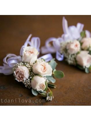 Бутоньерка для жениха с розами