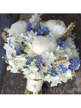 Бело-голубой букет